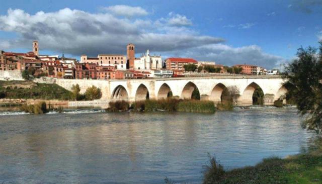 Puente de Tordesillas sobre el río Duero - Destino Castilla y León