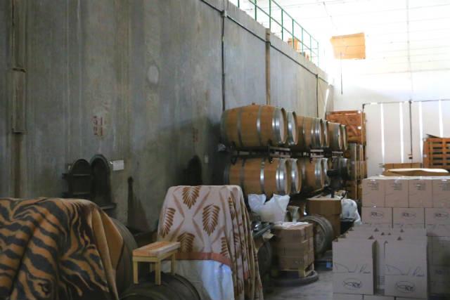 Barricas y depósitos de la bodega Daniel Ramos en El Tiemblo - Destino Castilla y León