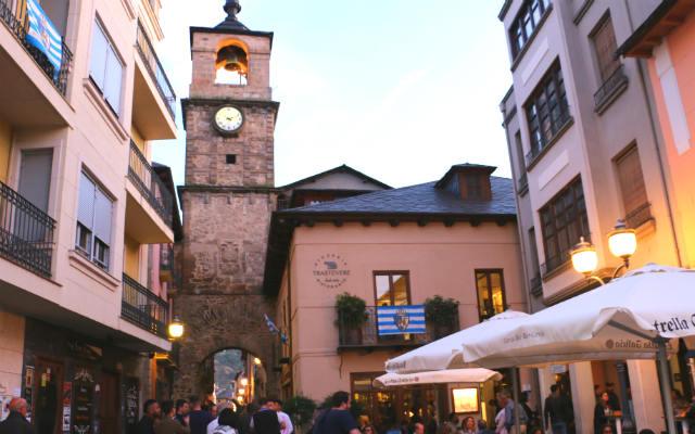 Calle del Reloj de Ponferrada - Destino Castilla y León