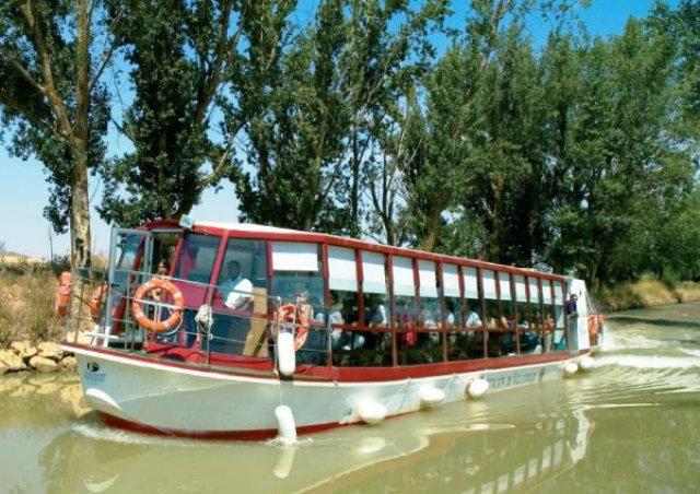 paseo en barco por el canal de castilla Fuente: www.provinciadevalladolid.com
