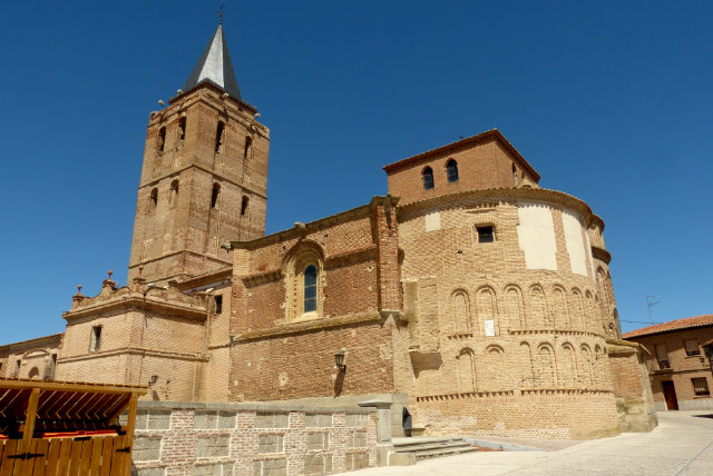 Iglesia de San Nicolás de Bari panorámica en Madrigal de las Altas Torres - Destino Castilla y León