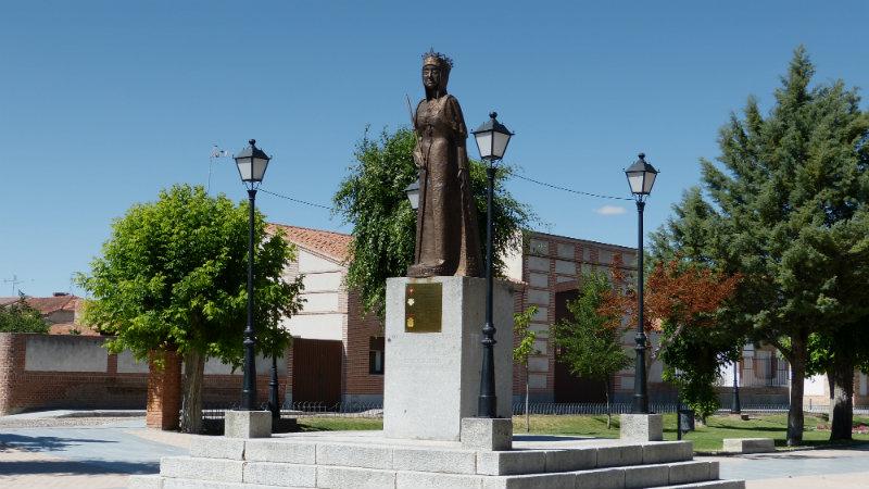Monumento dedicado a Isabel la Católica en Madrigal de las Altas Torres - Destino Castilla y León