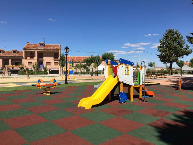 Parque infantil en Madrigal de las Altas Torres - Destino Castilla y León