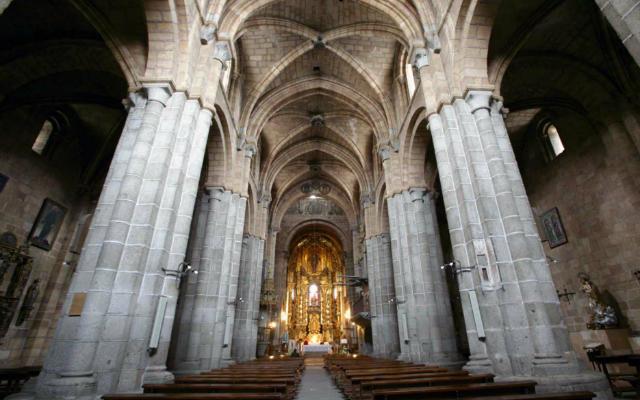 Interior de la Iglesia de San Pedro de Ávila - Imagen de BlancaTeGuíaenÁvila