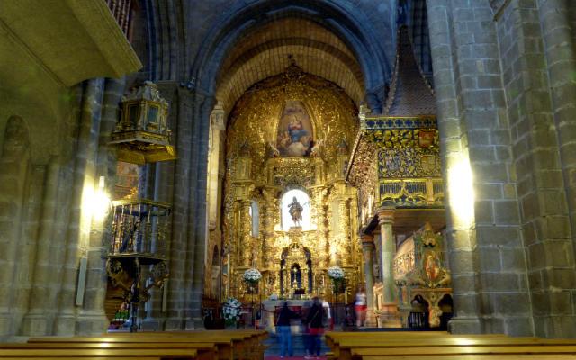 Interior de la Basílica de San Vicente - Destino Castilla y León