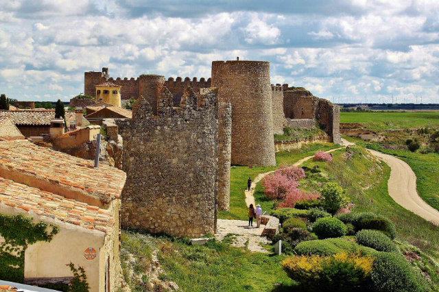 Muralla de Urueña (Valladolid) Fuente: guias-viajar.com