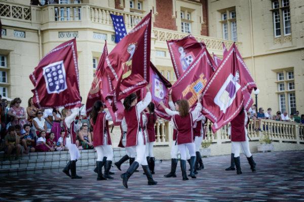 Desfile de Pendones en el Palacio de las Salinas de Medina del Campo
