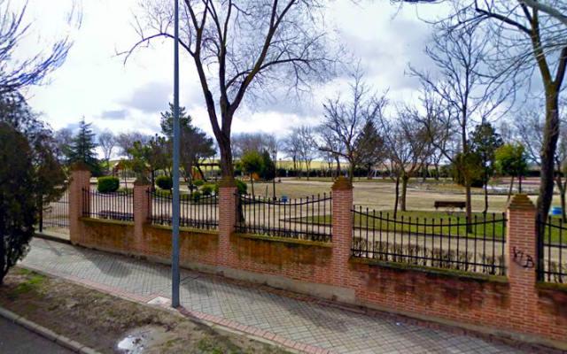 Parque infantil de Olmedo, junto a las piscinas - Destino Castilla y León