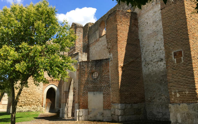 Portico de la Iglesia de San Andrés - Destino Castilla y León