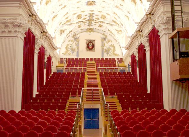 Interior del Teatro de Olmedo, en la antigua iglesia de San Pedro - Imagen de Olmedo.es