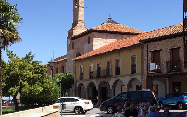 Plaza Mayor de Olmedo, con sus terrazas - Destino Castilla y León