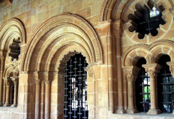 Pórtico del refectorio, en el claustro de la Concatedral - Imagen de Wikipedia