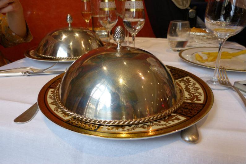 Cloche sobre plato en Torreón de Tordesillas