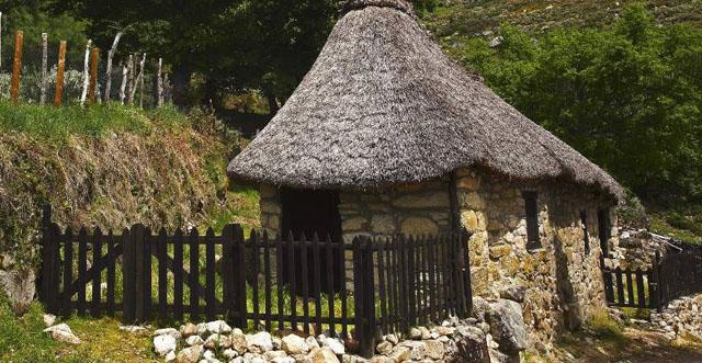 Dormir en una palloza en el Valle de Ancares (León)