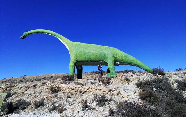 reproducción de un Braquiosaurio