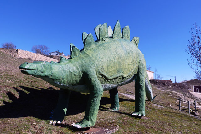 Réplica de un stegosaurio en Santa Cruz de Yanguas