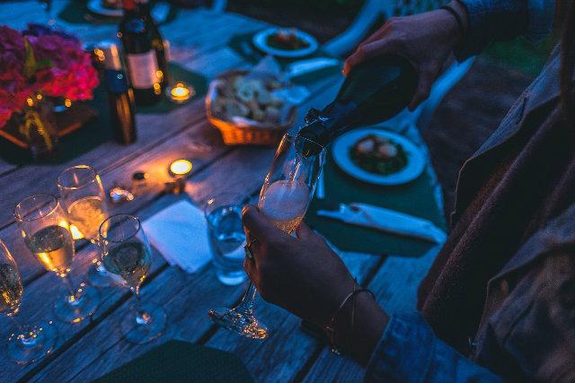 cena noche con amigos Autor_Pexels Fuente_Pixabay