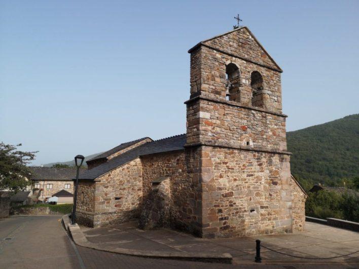 Iglesia de San Xuliano del siglo XI en Robles de Laciana