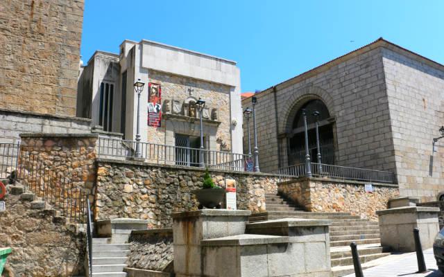Museo de Mateo Hernández sobre los restos de la Iglesia de San Gil - Destino Castilla y León