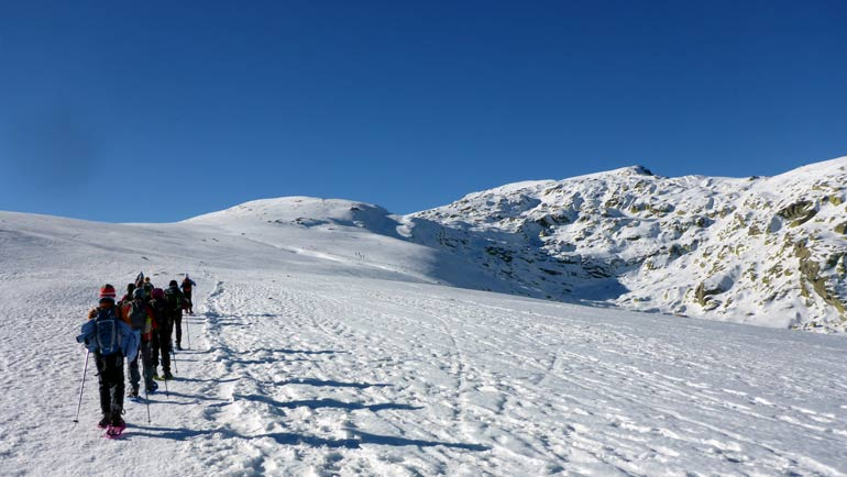 raquetas de nieve en Sierra de Gredos Fuente: amadablamaventura.es