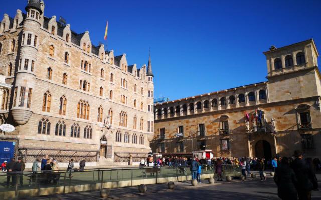 Casa Botines y Palacio de los Guzmanes de León - Destino Castilla y León