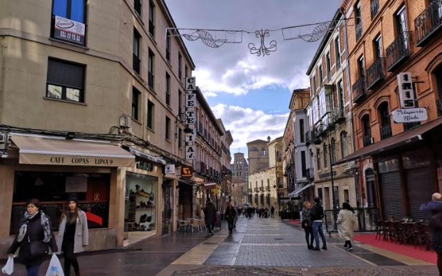 Calle Ancha de León, la calle más emblemática de la ciudad - Destino Castilla y León