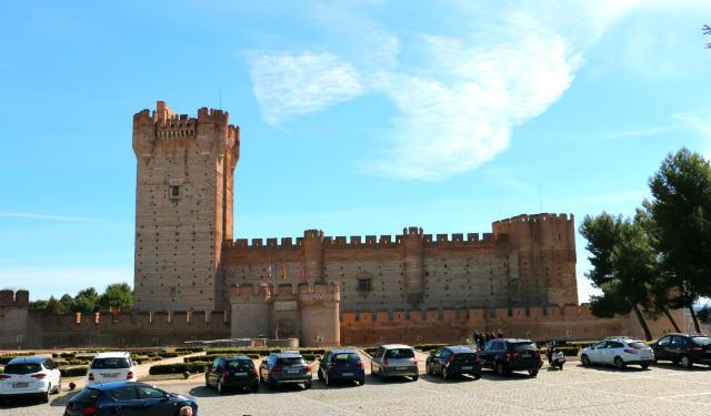 Castillo de la Mota desde el Centro de Recepción de visitantes - Destino Castilla y León