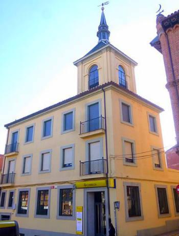 Edificio de Correos de Benavente con su torre - Imagen de wikipedia