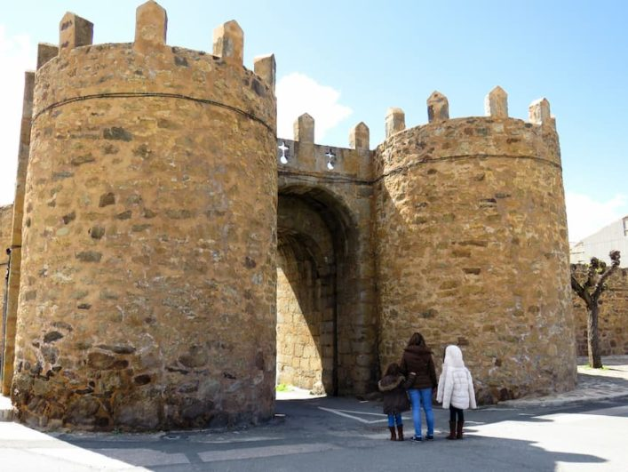 Puerta del Ahorcado_muralla de El Barco de Ávila_Fuente: avilaconniños.com