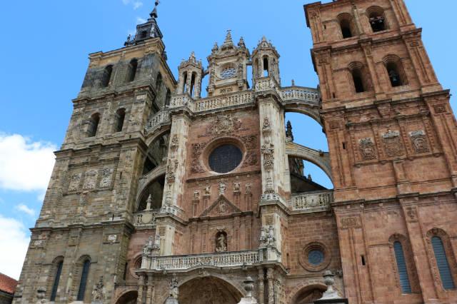 Portada de la Catedral de Astorga - Destino Castilla y León