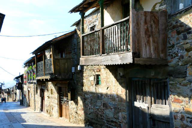 Arquitectura popular berciana en El Acebo de San Miguel - Destino Castilla y León