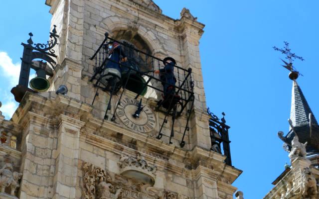 Maragatos autónomatas que dan las campanadas en el Ayuntamiento de Astorga - Destino Castilla y León