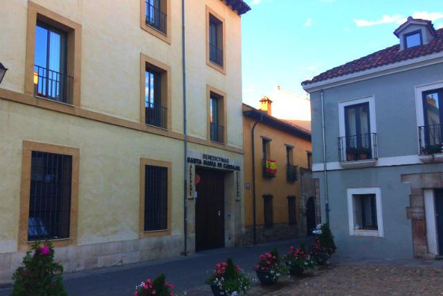 Entrada al Albergue de las Carbajalas - Destino Castilla y León