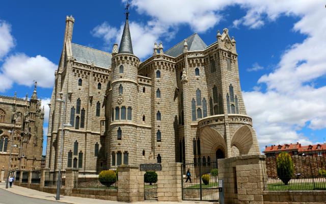Palacio arzobispal de Astorga, actualmente Museo de los Caminos - Destino Castilla y León
