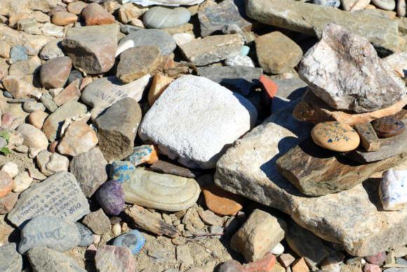 Piedras traidas por incontables peregrinos - Destino Castilla y León