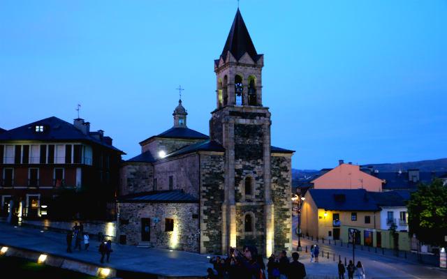 Iglesia de San Andrés junto al castillo templario - Destino Castilla y León