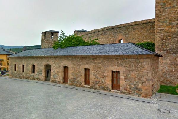 Cuadras y edificios anexos del Castillo de Ponferrada - Destino Castilla y León