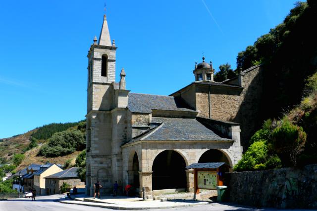 Santuario de Nuestra Señora de las Angustias de Molinaseca - Destino Castilla y León
