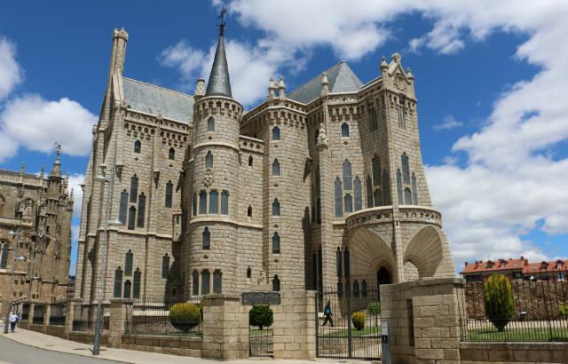 Palacio arzobispal de Astorga - Destino Castilla y León