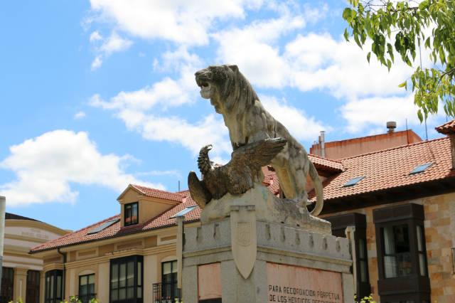 Conjunto escultórico de la Plaza de - Destino Castilla y León