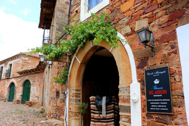 Mesones y hoteles de Castrillo de los Polvazares en antiguas casas maragatas - Destino Castilla y León