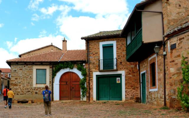 Castrillo de los Polvazares atrae a cantidad de visitantes - Destino Castilla y León