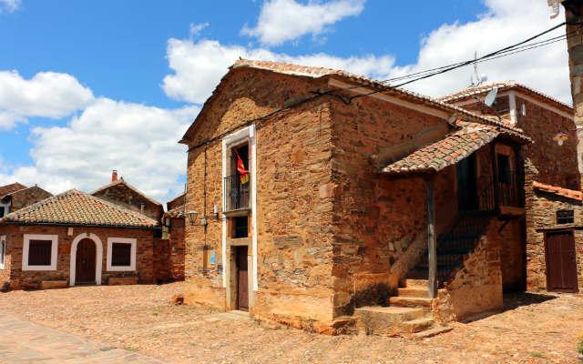 Casas típicas de Castrillo de los Polvazares - Destino Castilla y León