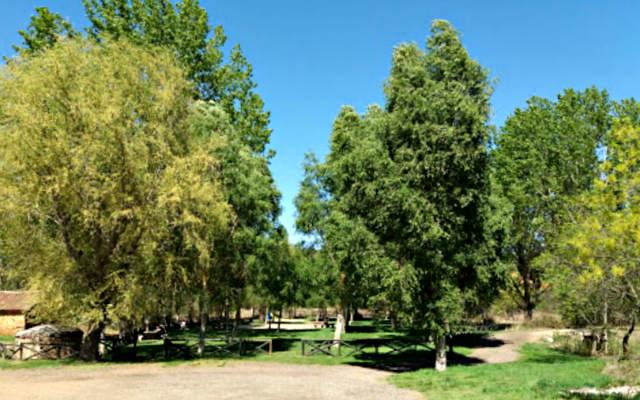Parque Castrillo a la entrada del pueblo - Destino Castilla y León