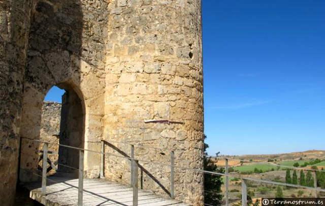 Entrada al Castillo de Peñaranda de Duero - Imagen de Terranostrum