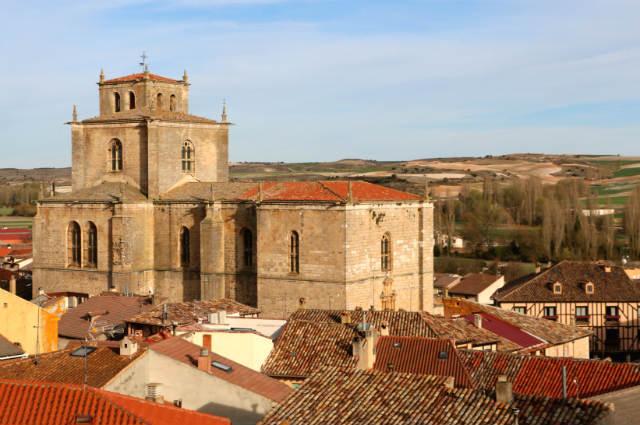 Iglesia Colegiata desde más arriba - Destino Castilla y León