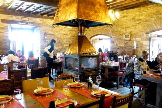 Comer en el Palacio de Canedo - Destino Castilla y León