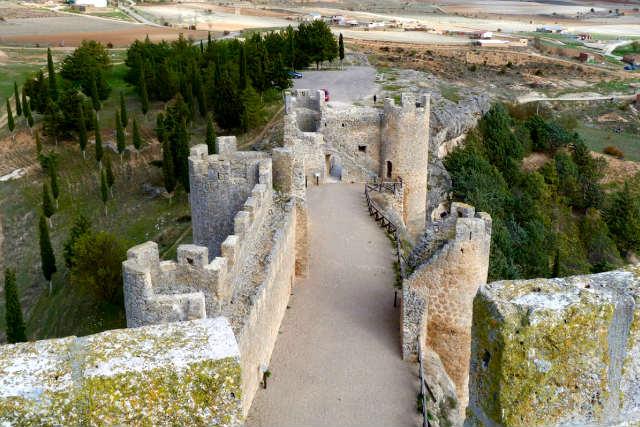 Patio de armas del Castillo de Peñaranda de Duero - Imagen de Megaconstrucciones