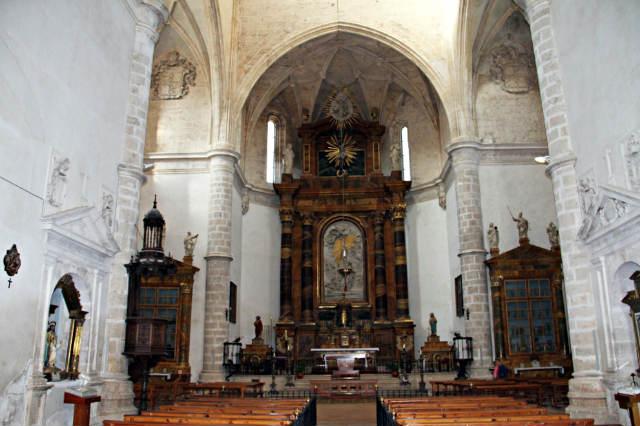 Interior de la Iglesia Colegiata de San Ana - Imagen de la Ruta del Vino de la Ribera del Duero