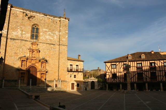 Plaza mayor y Colegiata de Santa Ana de Peñaranda - Destino Castilla y León
